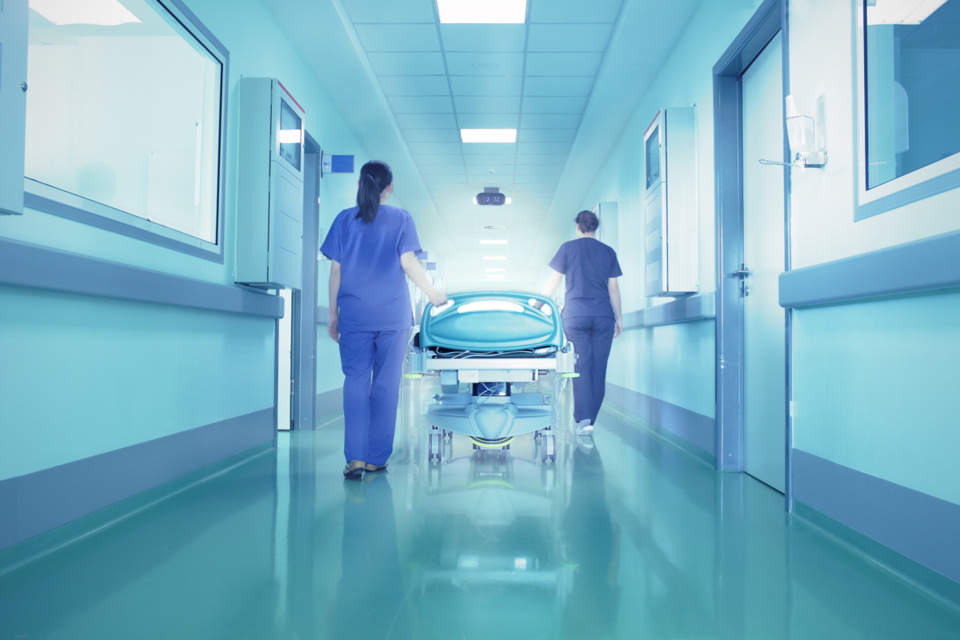 Les hôpitaux se tiennent prêts à accueillir un afflux de malades - illustration @iStockphoto