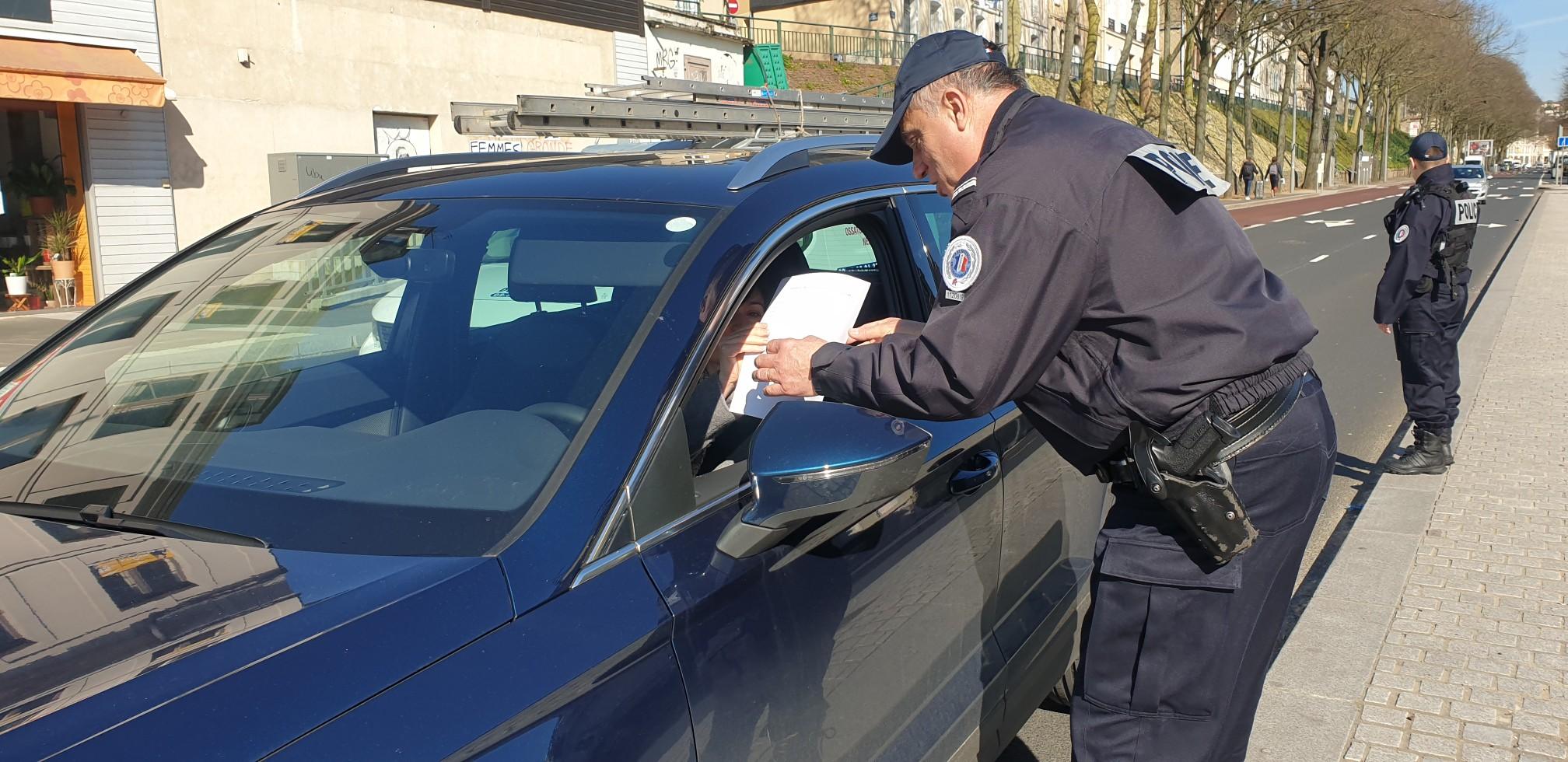 A Rouen, les services de police vont contrôler nuit et jour les déplacements de tous les usagers : automobilistes, cyclistes, motards, piétons  - Photo © DDSP76