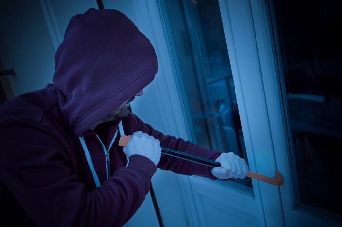 Les cambrioleurs ont fracturé la porte du garage - Illustration © iStockphoto