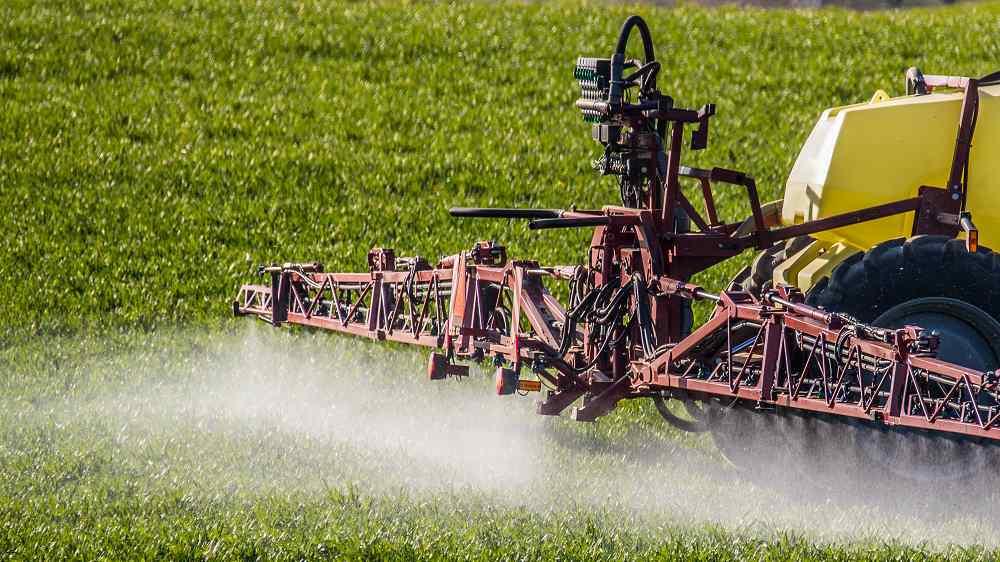 Des recommandations s'appliquent aux agriculteurs comme aux industriels qui sont invités à réduire leur activité autant que possible - Illustration © iStockphoto