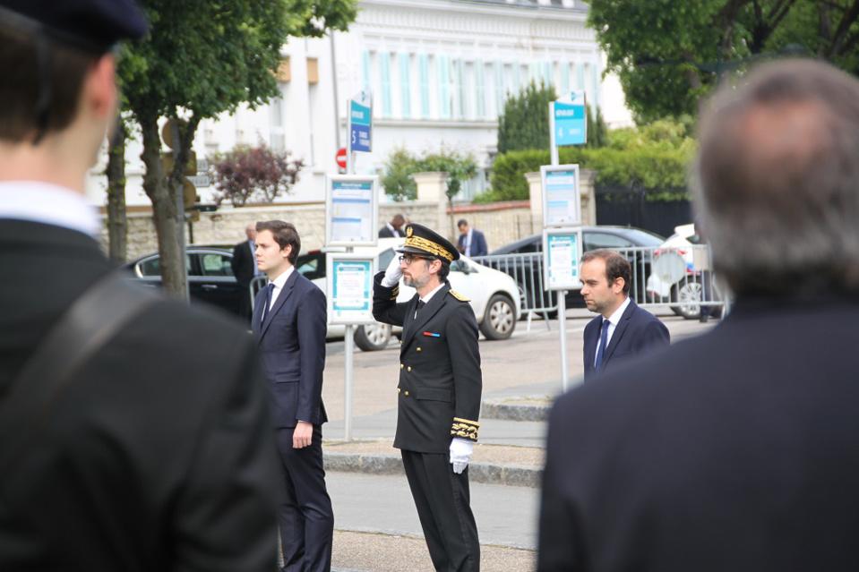 A Vernon, le ministre Sébastien Lecornu est venu se recueillir et déposer une gerbe en présence du maire de la ville et du préfet