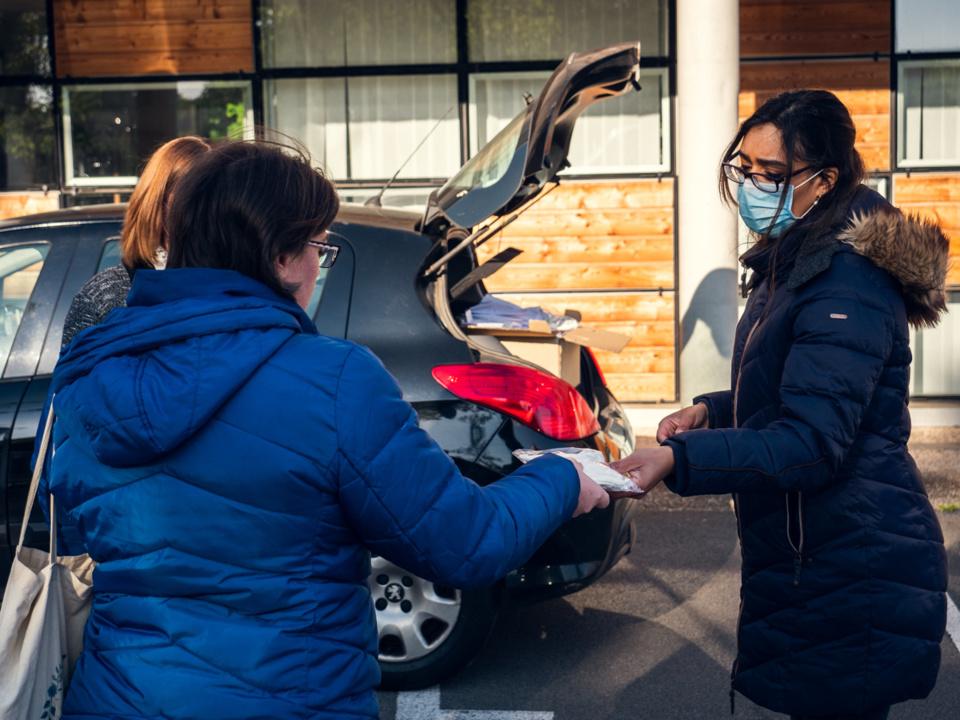 Chacune des assistantes maternelles va recevoir deux masques réutilisables 17 fois - Photo @ Préfecture 27