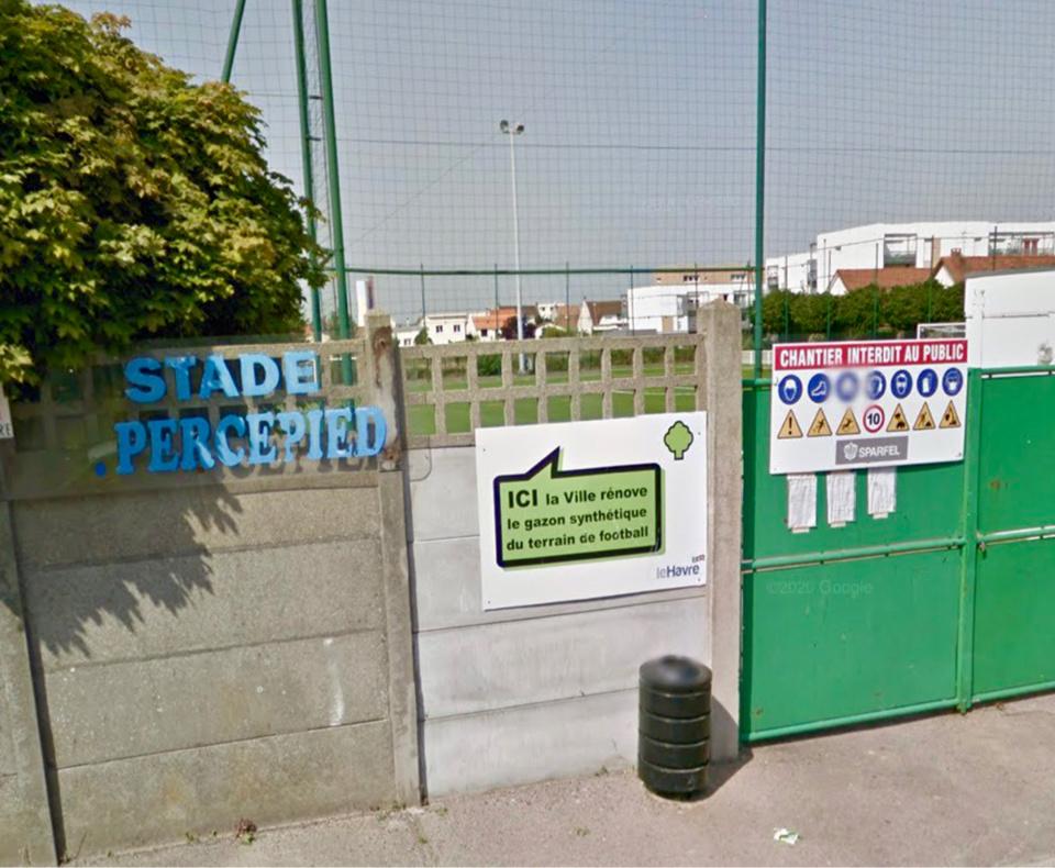 Les jeunes footeux se sont introduits dans le stade en escaladant la clôture - Illustration @ GoogleMaps