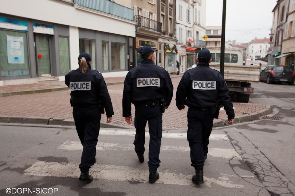 Des policiers en patrouille - Photo d'illustration