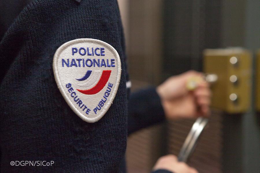 L'individu a été placé en garde à vue pour violences volontaires sur personne dépositaire de l'autorité publique - Illustration