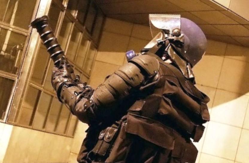 Les forces de l'ordre ont fait usage d'armes anti-émeutes pour ramener le calme - illustration