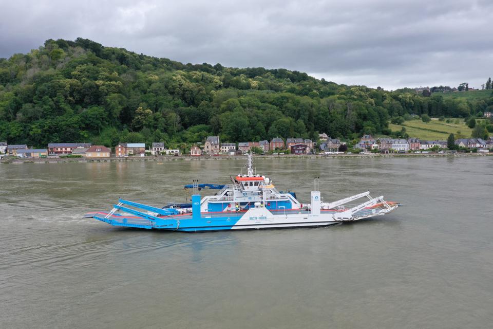 Le nouveau bac est arrivé à Yainville ce samedi 27 juin @département de Seine-Maritime