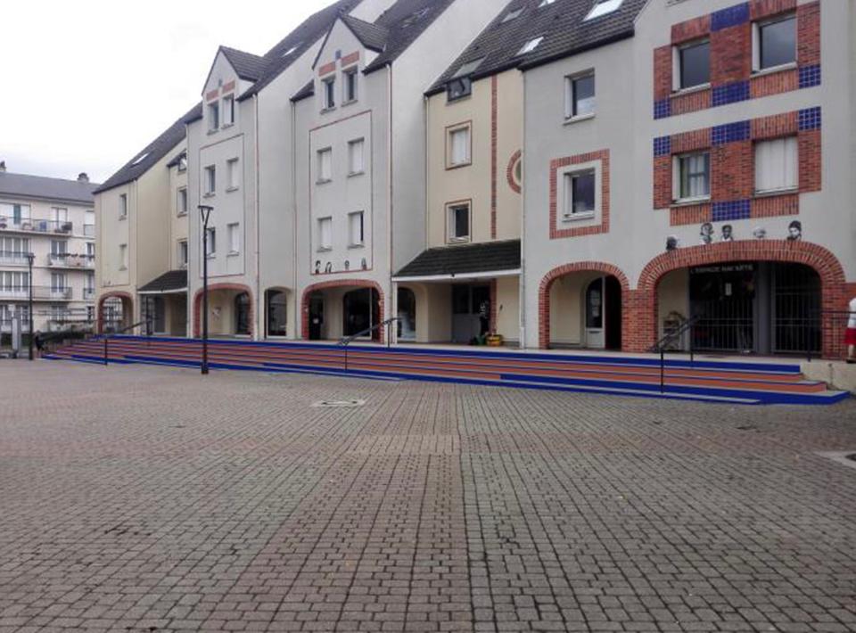 Un nouveau carrelage va être posé sur la place - photo @ ville Évreux
