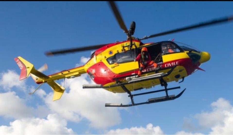 L'enfant a été héliporté par Dragon76 vers un hôpital de la region - illustration