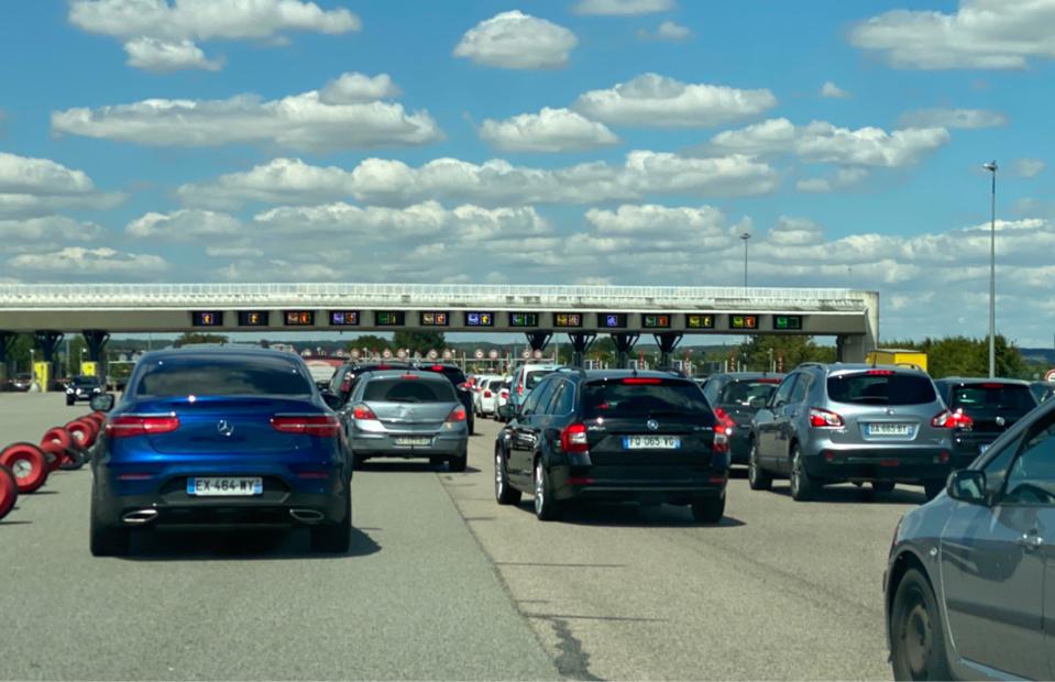 Le passage du péage de Mantes-Buchelay a été très difficile toute la journée sur l'autoroute A13 - Photo @ infoNormandie