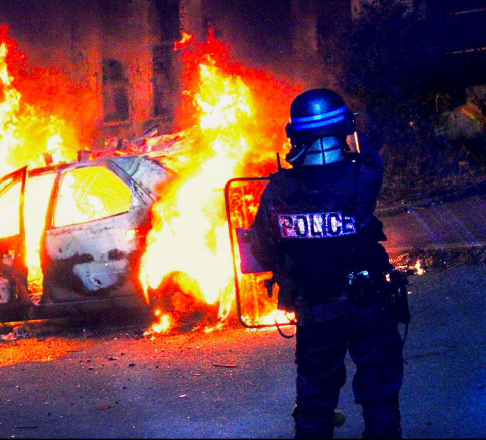 Feux de véhicules et de poubelles, affrontement avec les forces de l'ordre : plusieurs quartiers d'Evreux ont été le théâtre dans la nuit du 13 au 14 juillet de violences urbaines - Illustration  DDSP78