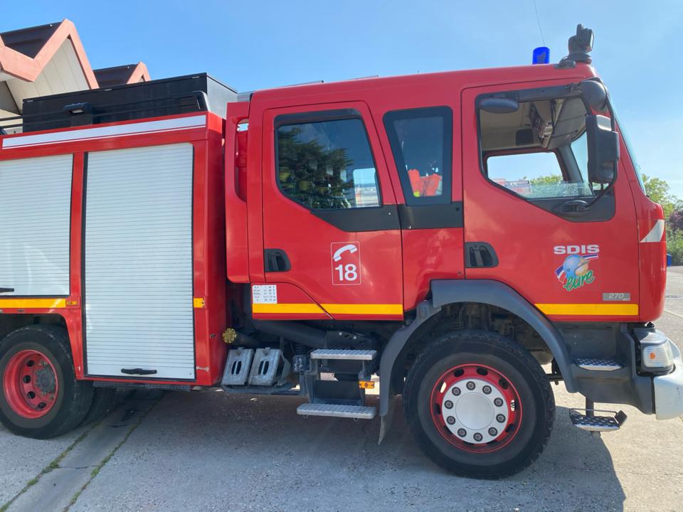 70 sapeurs-pompiers ont été engagés cet après-midi sur le front des feux d'espaces naturels - Illustration @ infoNormandie