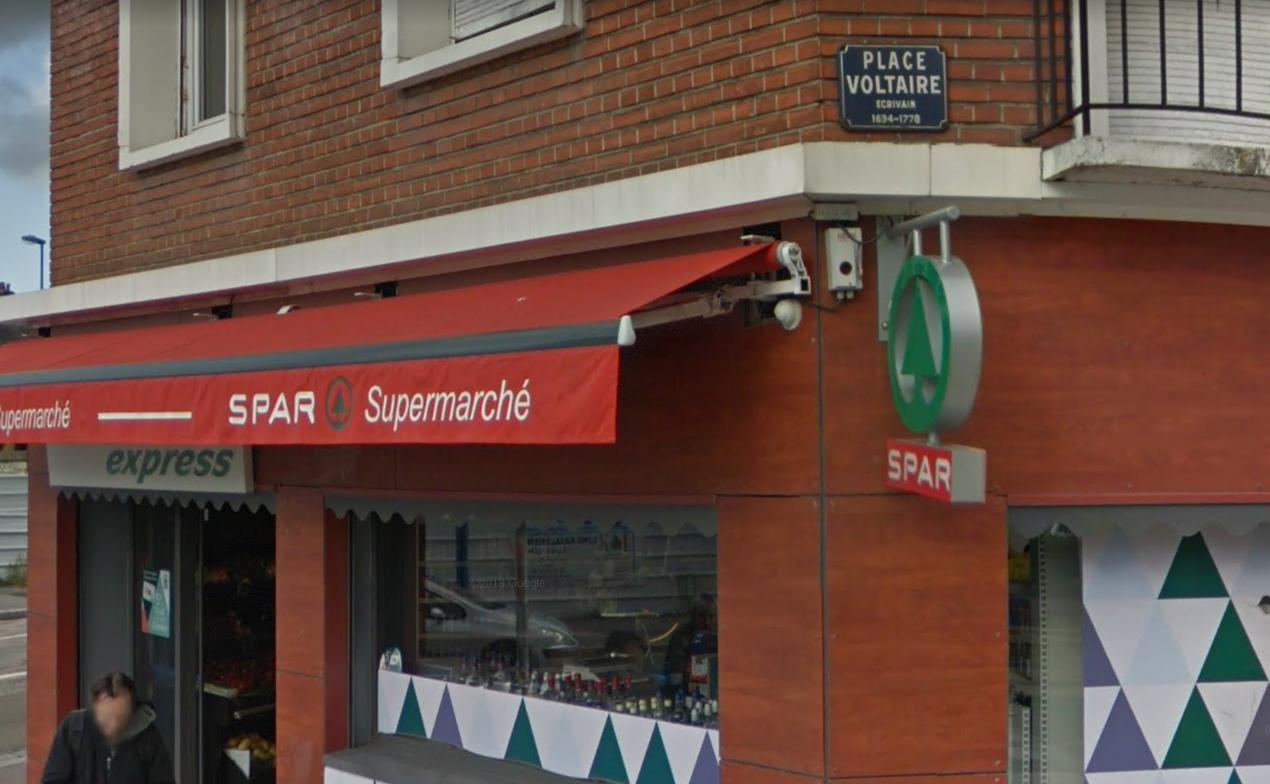 Le gérant de la supérette n'a opposé aucune résistance face aux deux individus armés - Illustration @ Google Maps