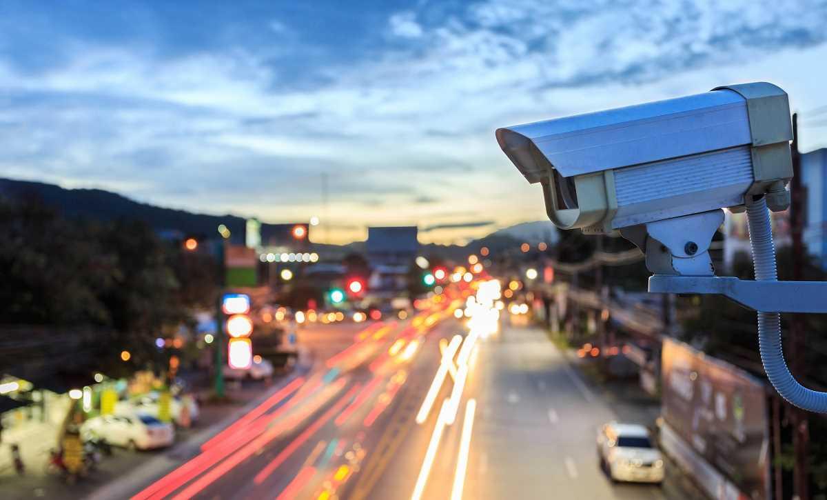 Les deux agresseurs ont été filmés par les caméras de vidéo-protection de la ville - Illustration © Adobe Stock
