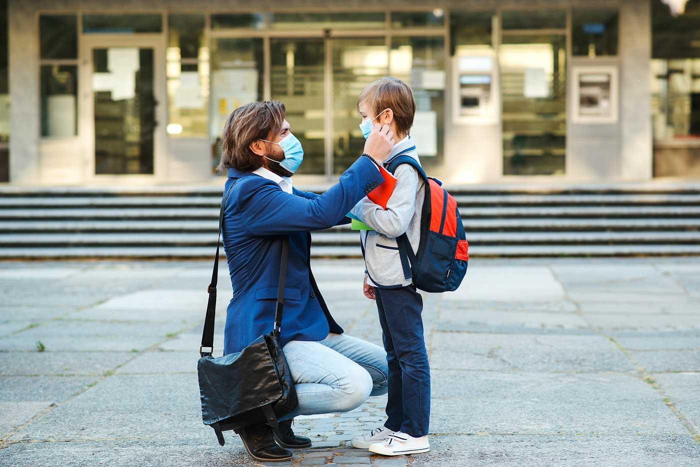 Dès l'âge de 11 ans et plus, le port du masque sera obligatoire dès la rentrée scolaire aux abords des établissements scolaires de Seine-Maritime - Illustration © Adobe Stock