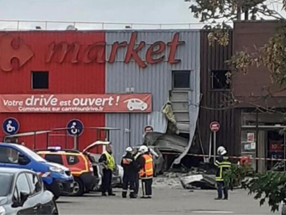 La déflagration a fait de gros dégâts - photo publiée par la ville de Mézières-sur-Seine sur Twitter