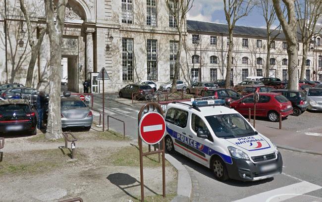 Le commissariat de Versailles - Illustration