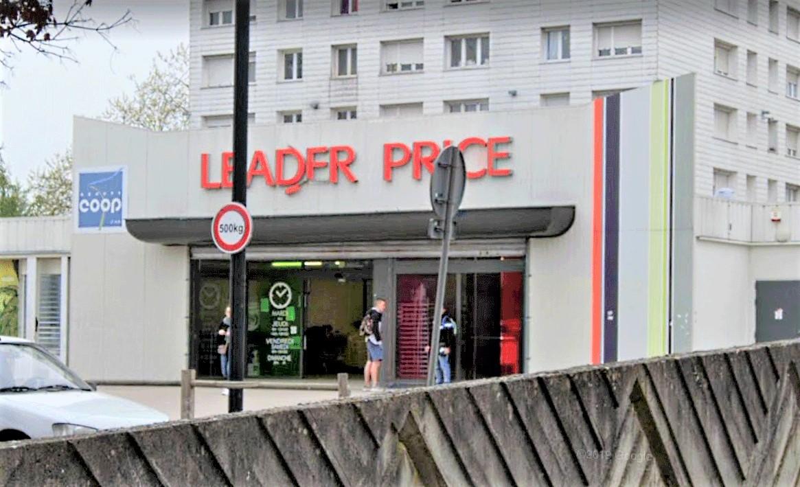 La supérette est implantée au bout d'un parking dans le centre commercial César-Franck, sur les hauts de Rouen - Illustration © Google Maps