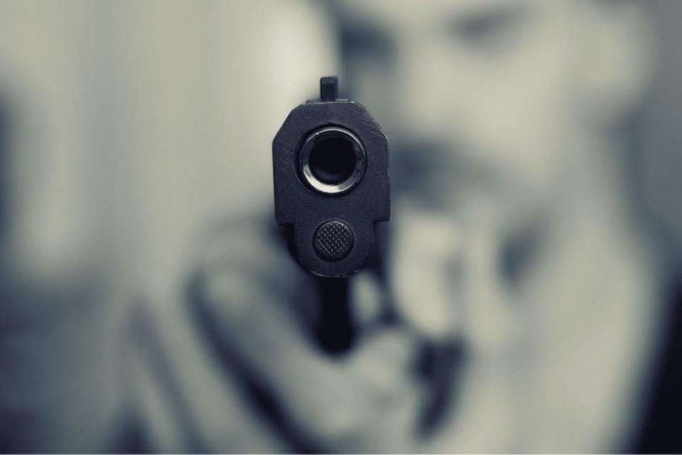 L'arme a été retrouvée dissimulée sous une voiture - Illustration