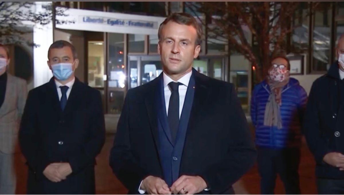 Emmanuel Macron est venu sur les lieux du drame, à Conflans-Sainte-Honorine. Il était accompagné des ministres de l'Intérieur et de l'Education nationale - capture d'écran