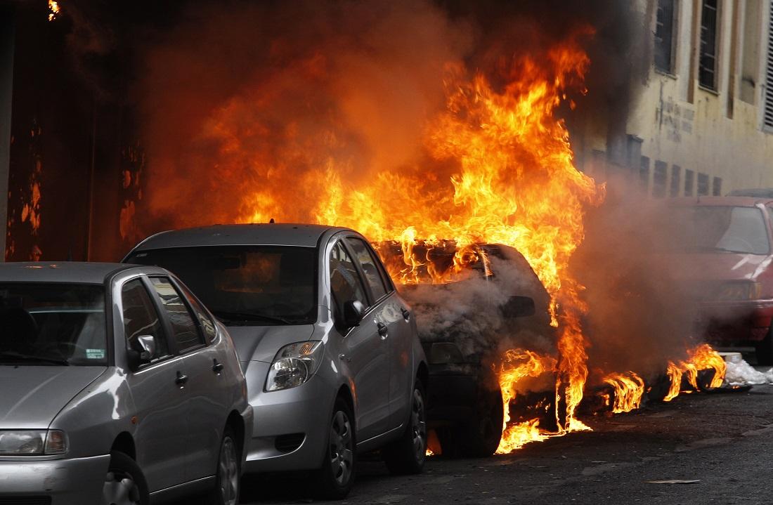 Une trentaine de voitures ont brûlé dans les rues du Havre en l'espace de deux mois - Illustration © Adobe Stock