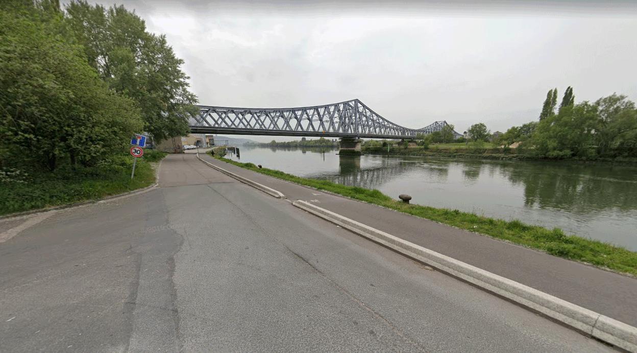 Seine-Maritime : il se jette dans la Seine avec sa voiture, le suicidaire est hors de danger