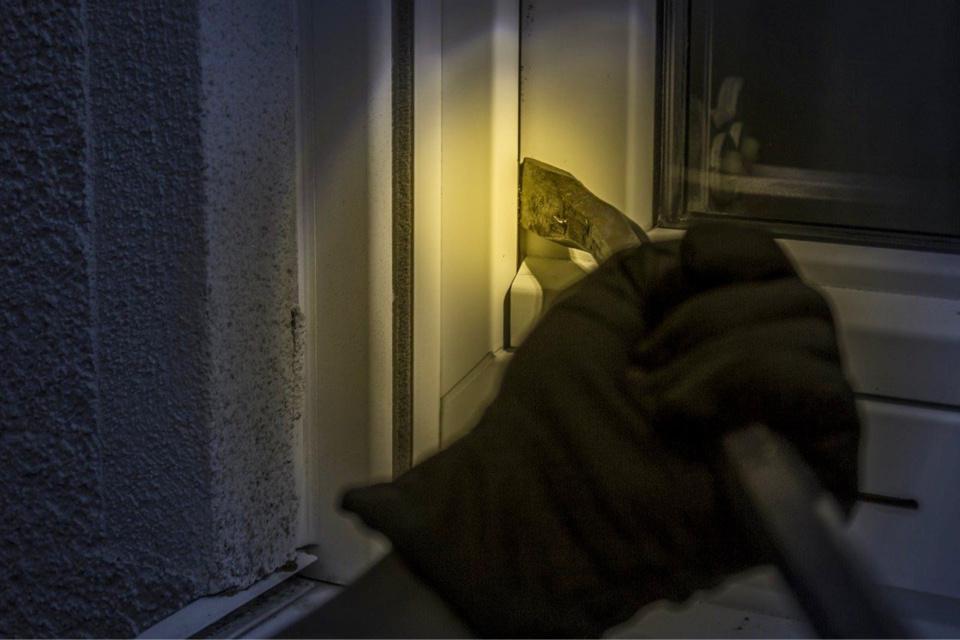 Les cambrioleurs avaient forcé une porte fenêtre du pavillon - Illustration @Pixabay