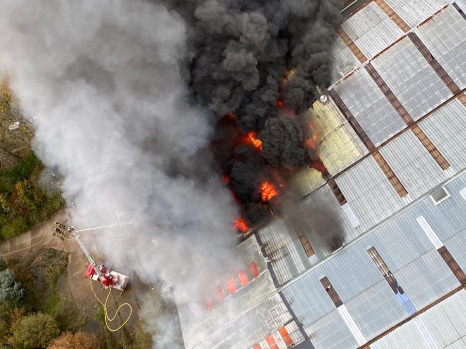 L'incendie avait mobilisé près d'une centaine de sapeurs-pompiers - photo @ Sécurité civile/Twitter