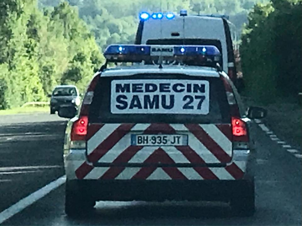 Vingt sapeurs-pompiers et deux équipes des SMUR d'Évreux et d'Elbeuf se sont chargés de secourir les victimes - Illustration @ infoNormandie