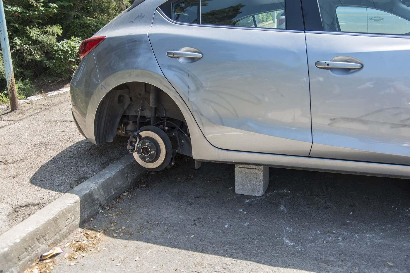 Le couple a reconnu avoir dérobé, entre autres accessoires, des roues complètes sur des véhicules dans l'agglomération d'Evreux - Illustration © iStock