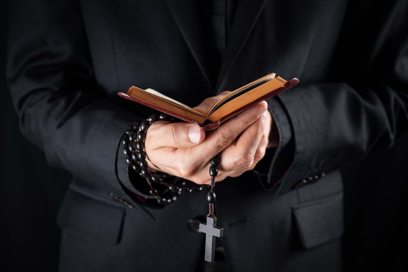 28 prêtres ont été victimes des escrocs Havrais - Illustration © iStock