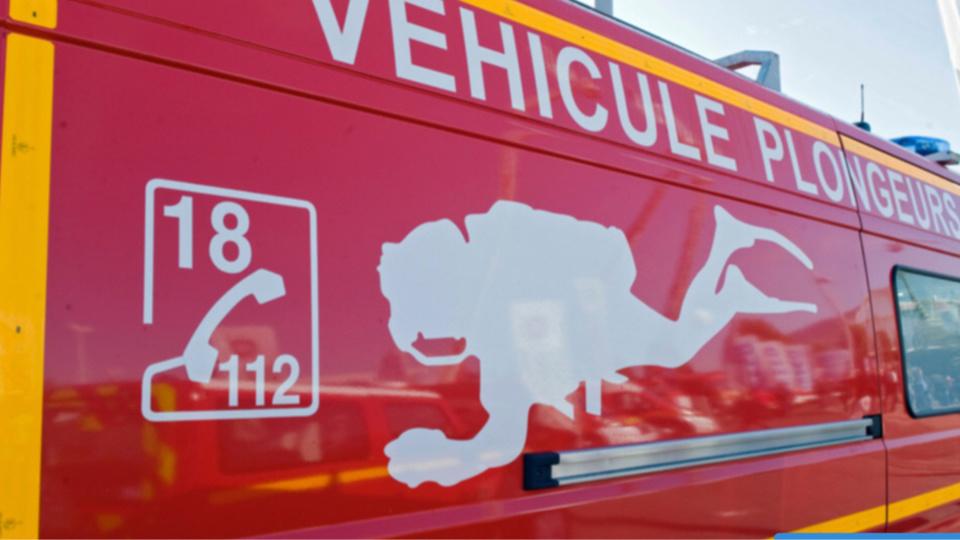 Les plongeurs des sapeurs-pompiers ont fait une reconnaissance pour s'assurer qu'il n'y avait personne d'autre dans le véhicule immergé - Illustration @ infoNormandie