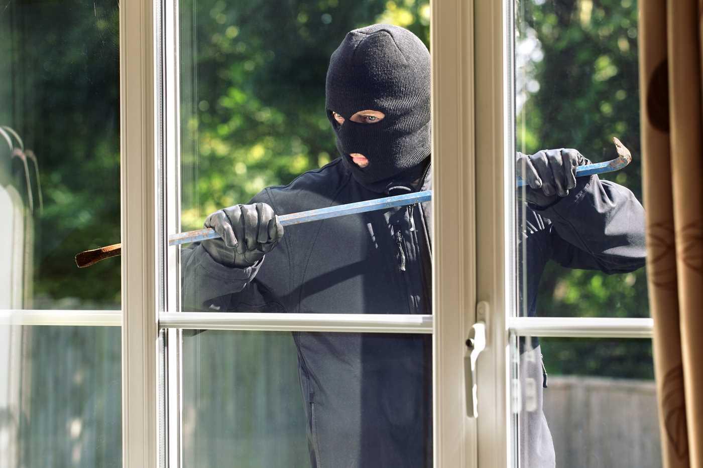 Le cambrioleur a reconnu s'être introduit dans la maison par une porte-fenêtre - Illustration © iStock