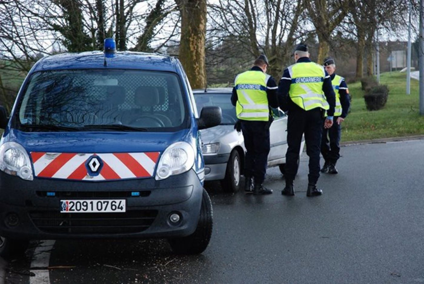 Le jeune conducteur, connu des gendarmes, conduisait sans permis - Illustration @gendarmerie
