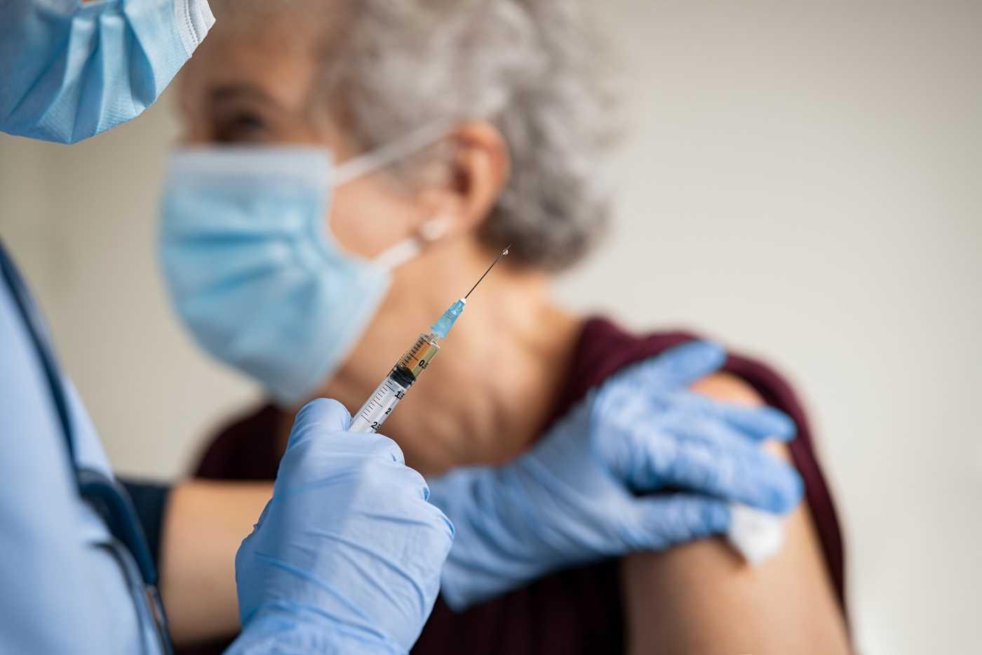 Les personnes âgées de plus de 75 ans vont pouvoir se faire vacciner au Havre - Illustration © iStock