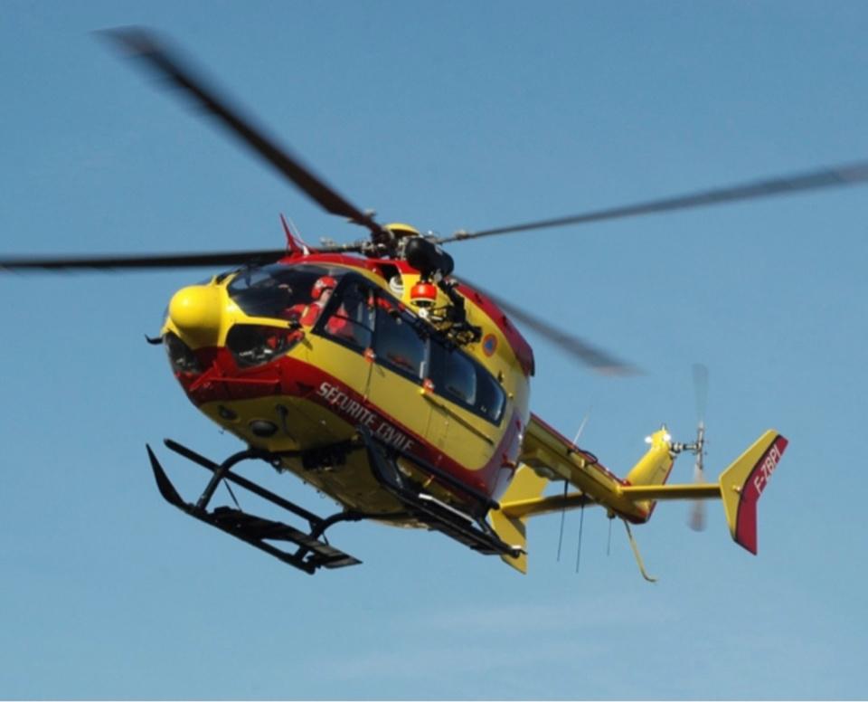 La victime a été hélitreuillée à bord de Dragon 76 pour être emmenée vers le CHU de Rouen - Illustration