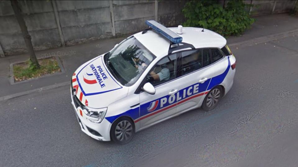 La voiture de police a été prise pour cible rue Saint-Éxupéry, cet après-midi - illustration