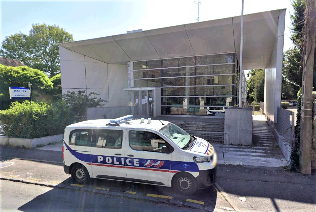 Refusant d'entrer dans la cellule de dégrisement, l'homme s'en est pris aux gardiens de la paix - Illustration © Google Maps