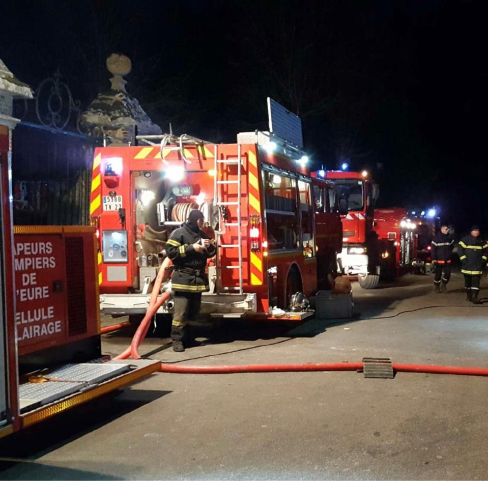 18 sapeurs-pompiers de Pont-de-l'Arche et de Louviers ont été engagés avec trois lances à incendie - Illustration