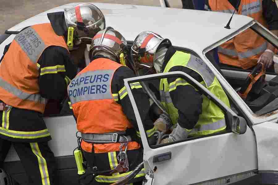 Les sapeurs-pompiers ont désincarcéré la conductrice coincée dans l'habitacle - Illustration © Adobe
