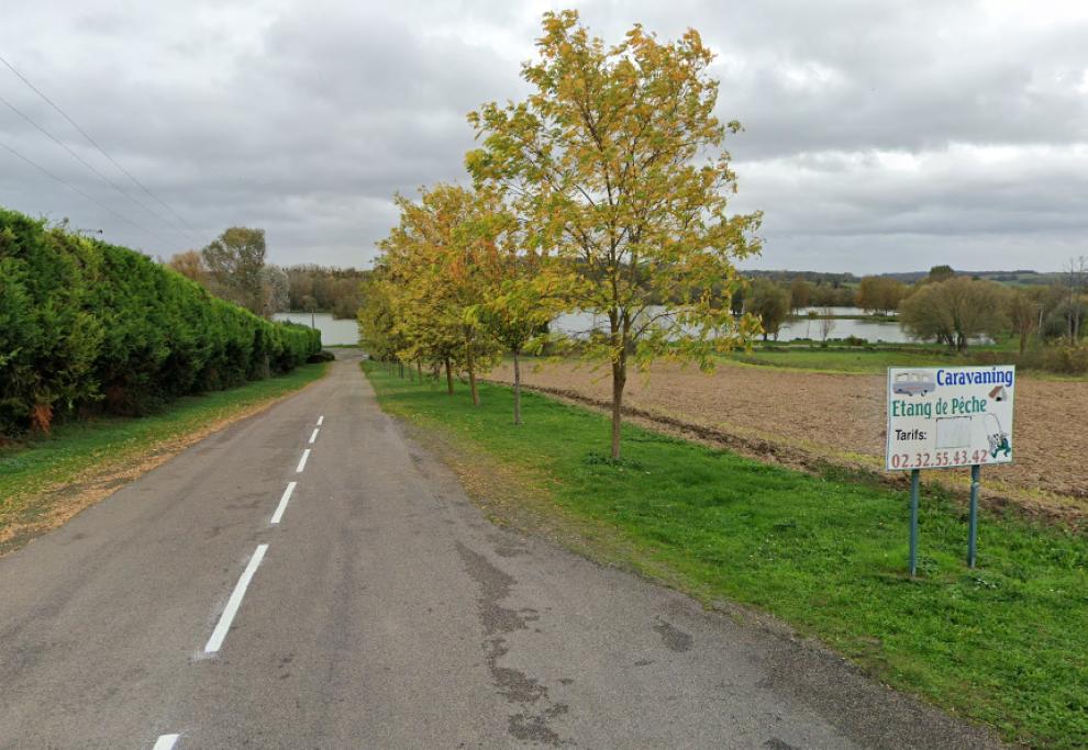 Le drame s'est déroulé au bord de l'étang réservé à la pêche, à proximité du camping municipal de l'Aulnaie - Illustration © Google Maps