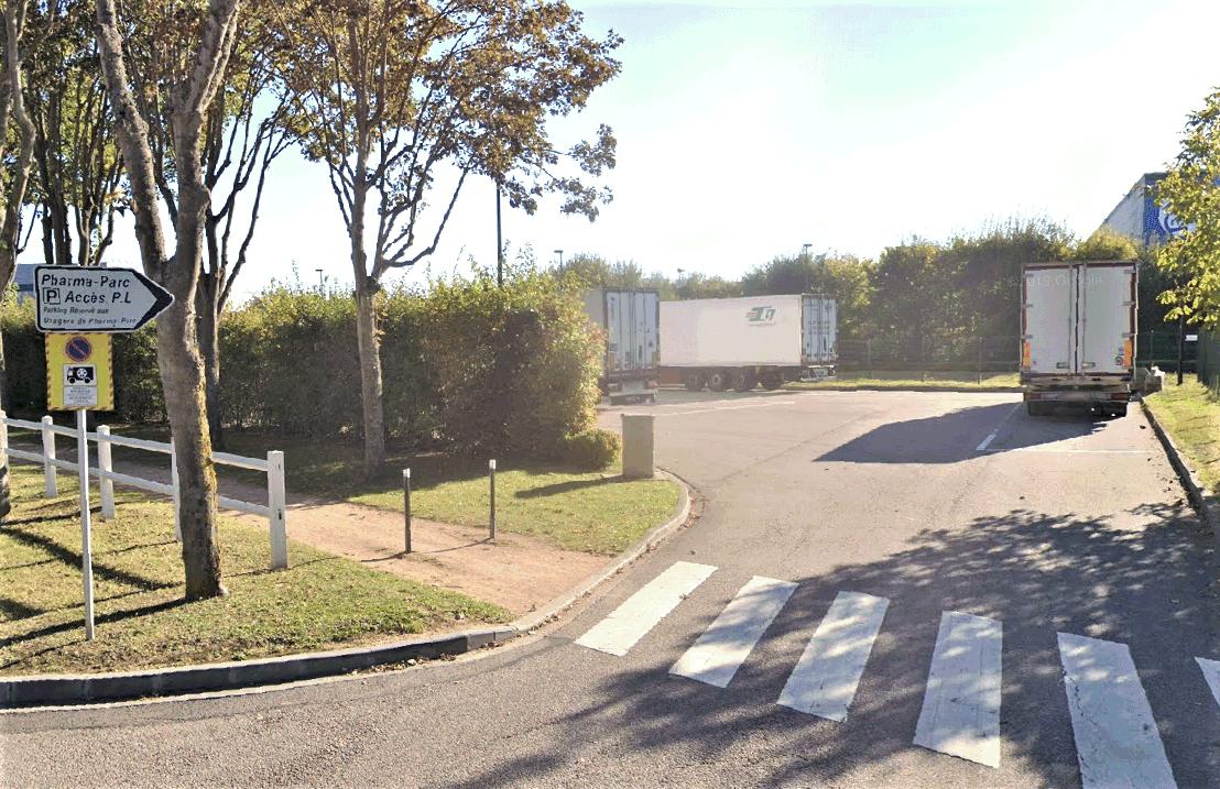 C'est en ouvrant les portes de son camion que le chauffeur espagnol a découvert les clandestins qui ont pris la fuite immédiatement - Illustration