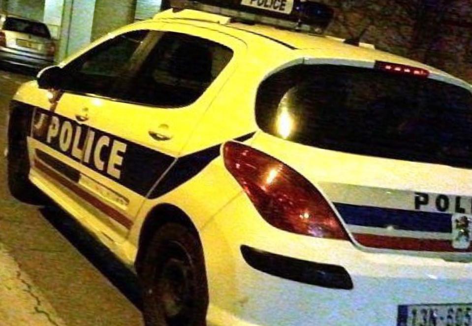 Les policiers ont été visés par une dizaine de tirs de mortiers d'artifice - illustration