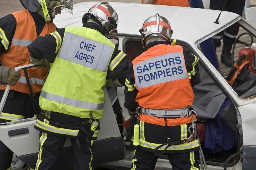 La conductrice de la voiture de tourisme était bloquée dans son véhicule. Elle a étré désincarcérée par les sapeurs-pompiers - Illustration © Adobe Stock