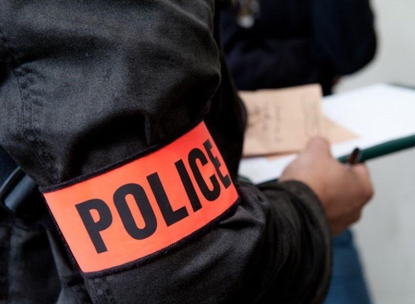Lors de la perquisition, les policiers ont découvert de la résine de cannabis, de l'héroïne, de la cocaïne et des armes - Illustration © DGPN-SICOP