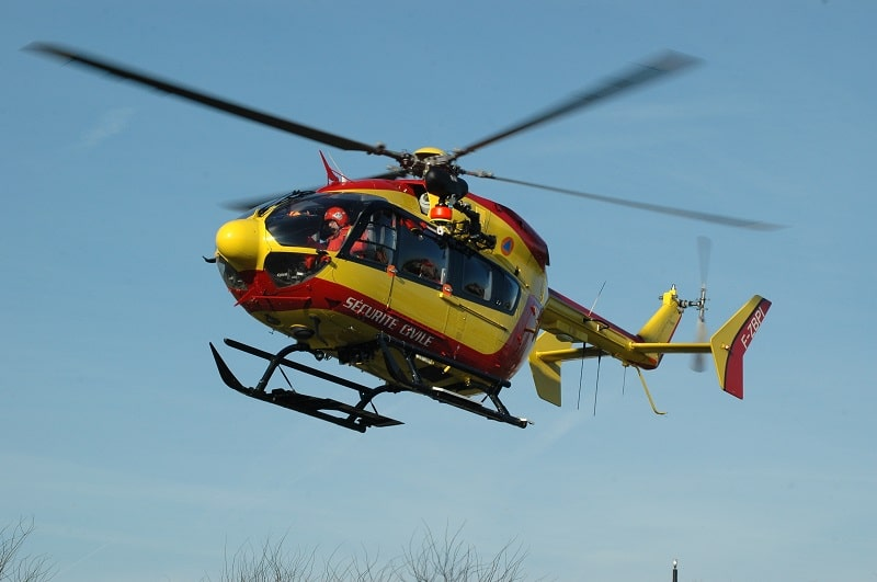 Le jeune homme a été transporté, médicalisé, par l'hélicoptère de la sécurité civile vers le centre hospitalier rouennais - Illustration © Adobe Stock