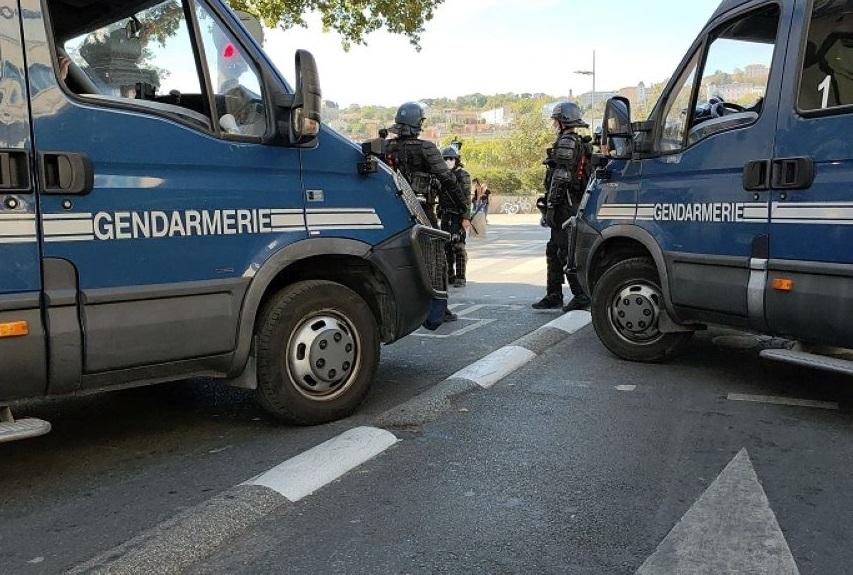 La compagnie de gendarmerie de Bernay a mobilisé tous ses effectifs disponibles, soit une cinquantaine de militaires pour mener à bien cette opération qui a abouti à l'arrestation d'un des suspects - Illustration © Adobe Stock