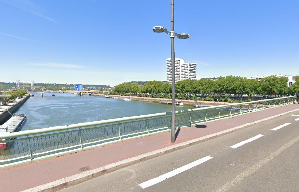 L'homme s'est jeté du pont Jeanne-d'Arc, selon le témoin qui a alerté les secours - Illustration © Google Maps