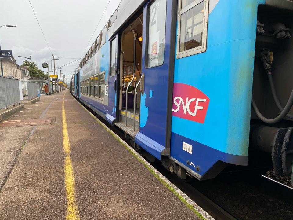 Les 400 passagers du train impacté ont été évacués et pris en charge à bord d'autocars affrêtés par la SNCF - Illustration © infoNormandie