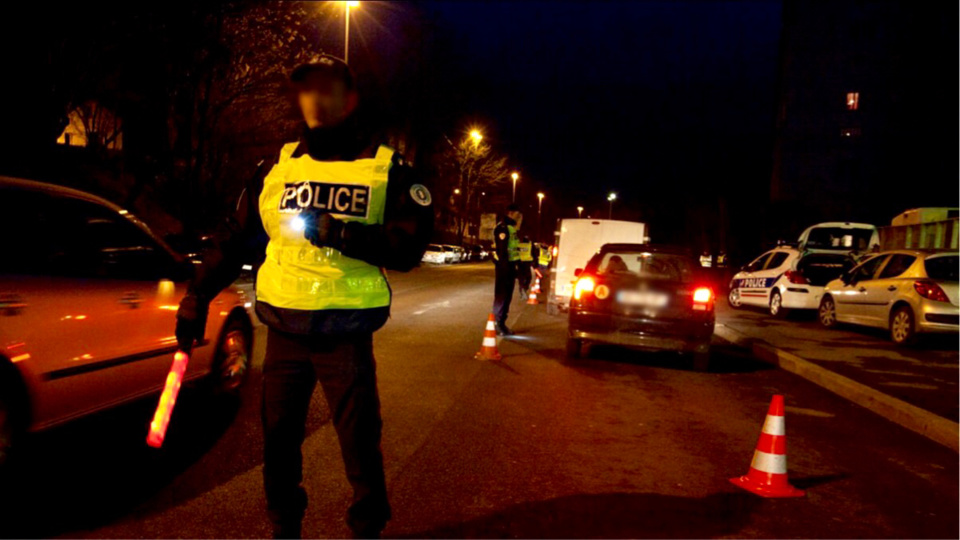 L'automobiliste roulait à vive allure, ce qui a attiré l'attention des policiers - Illustration